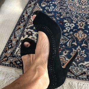 Classy dressy high heel black shoes